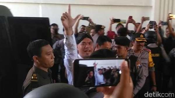 Ditemani Mulan, Ahmad Dhani Promosi Konser Tributenya