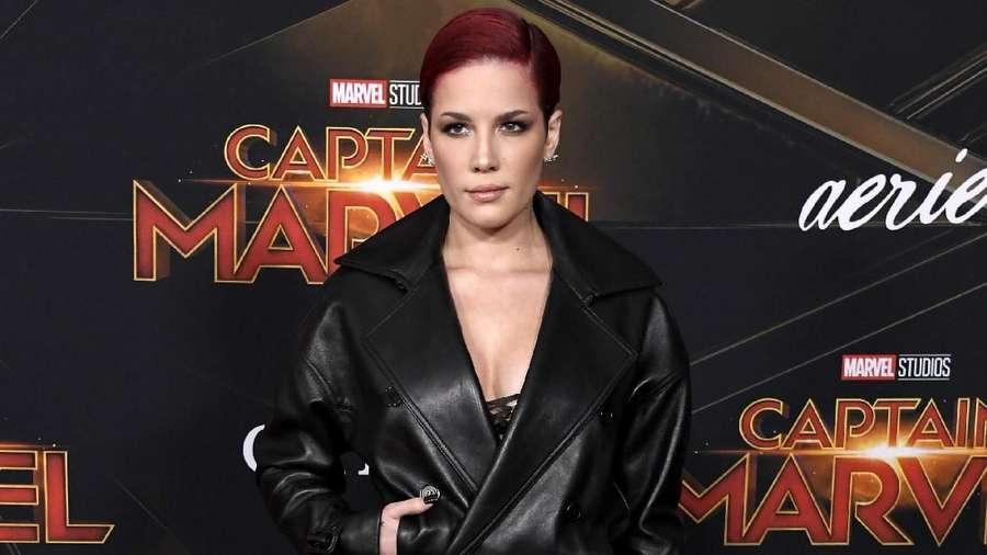 Para Seleb Cantik nan Seksi di Red Carpet Captain Marvel