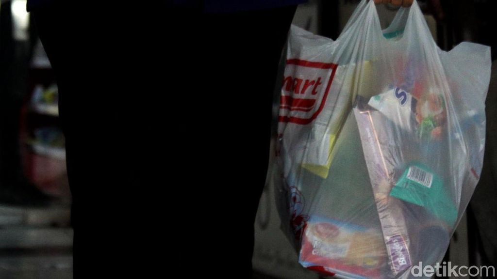 Seberapa Efektif Cukai Kurangi Konsumsi Kantong Plastik?