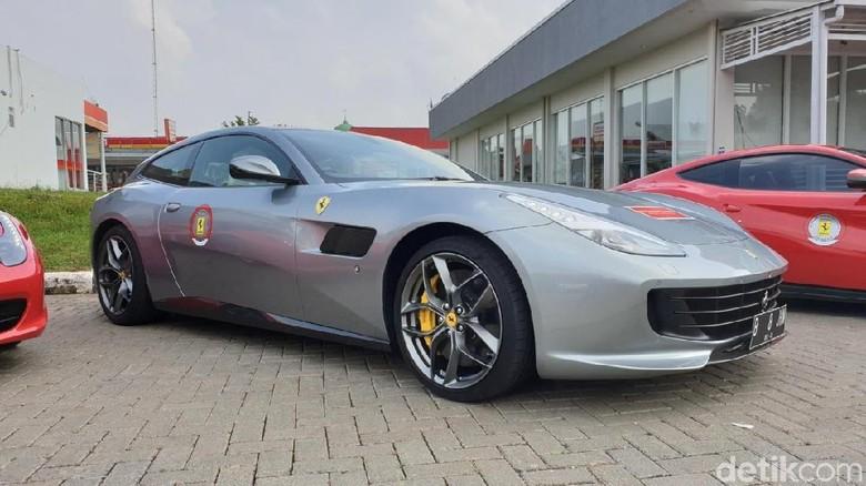 Ferrari GTC4Lusso T di Tol Trans Jawa