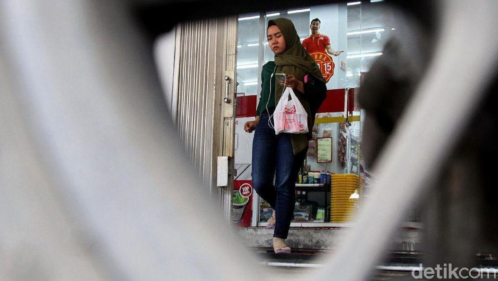 Melihat Penerapan Diet Kantong Plastik di Jakarta