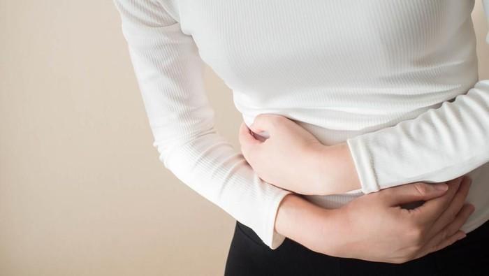 Kalau sembarangan makan saat lebaran, risikonya kamu bisa jatuh sakit. (Foto: Shutterstock)