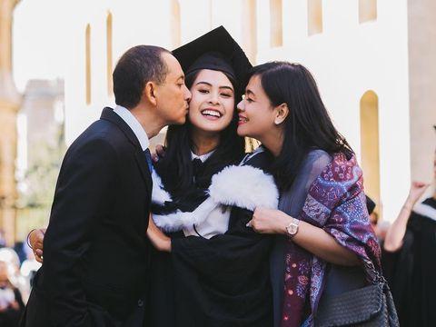 Maudy Ayunda membawa kabar membanggakan dengan diterima di dua universitas bergengsi