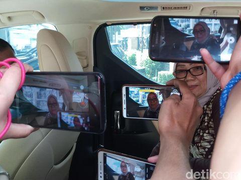 Kakak Andi Arief, Nelly, di gedung Direktorat Tindak Pidana Narkoba Bareskrim Polri, Jl MT Haryono, Jaktim, Selasa (5/3/2019)