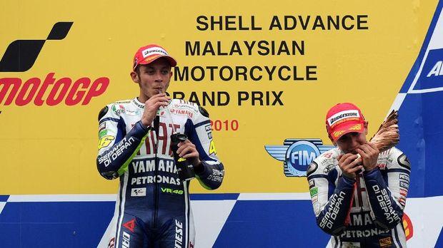 Jorge Lorenzo langsung berada satu tim dengan Valentino Rossi saat naik kelas ke MotoGP.