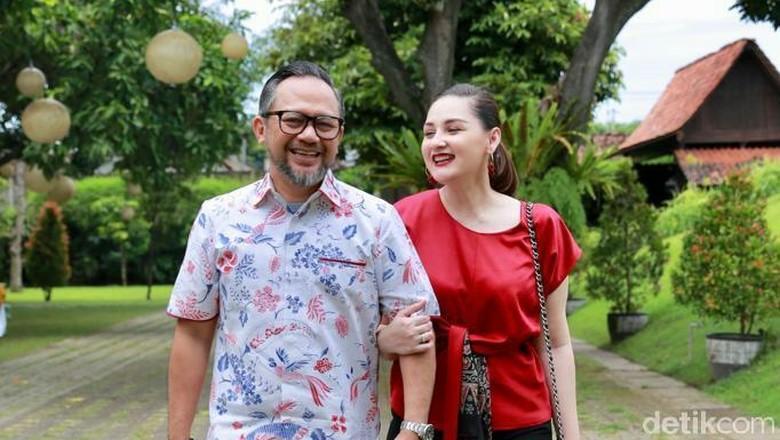 Mona Ratuliu dan Indra Brasco di Banyuwangi (Ardian Fanani/detikTravel)