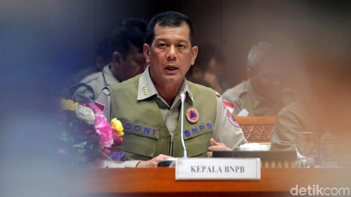Komisi VIII DPR RI menggelar rapat kerja bersama BNPB. Kepala BNPB Doni Monardo nampak hadir di raker tersebut.