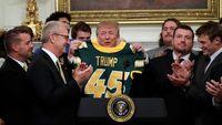 Lagi-lagi Trump Sajikan Fast Food Untuk Tim Sepak Bola