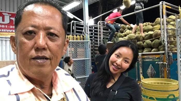 Arnon Rodthong dan putrinya. (Foto: Facebook)