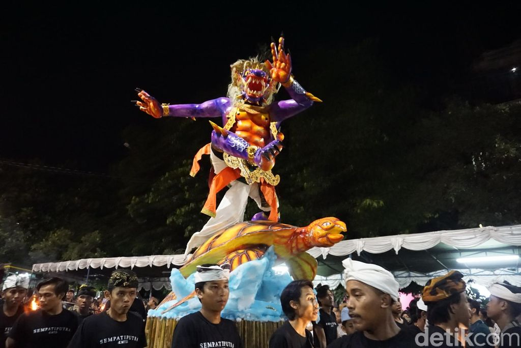 Meriahnya Sendratari Ogoh-ogoh di Desa Adat Tuban Bali (Dita-detikcom).