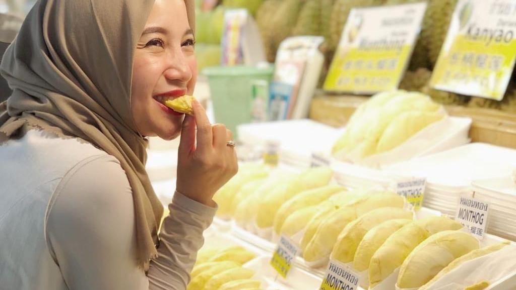 Doyan Durian, Chacha Frederica Ketagihan Durian Gunung Pati dan Bangkong