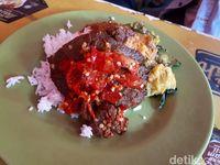Suka Nasi Padang? Ini 5 Fakta Tentang Rumah Makan Padang yang Perlu Anda Ketahui