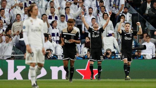 Real Madrid menyingkirkan Real Madrid di babak 16 besar Liga Champions.