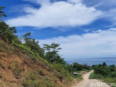 Pakai APBD, Tambrauw Belah Gunung untuk Bangun Akses Wisata