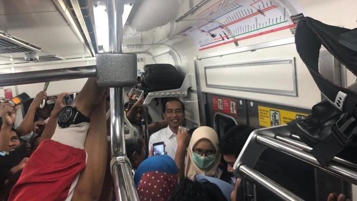 Jokowi naik KRL. (dok. Istimewa)