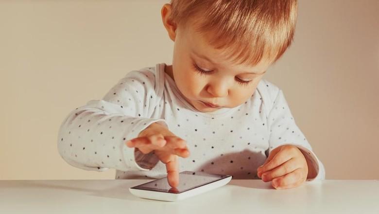 Salah Satu Trik agar Anak Tak Kecanduan Gadget: Ajak Main Bareng/ Foto: istock