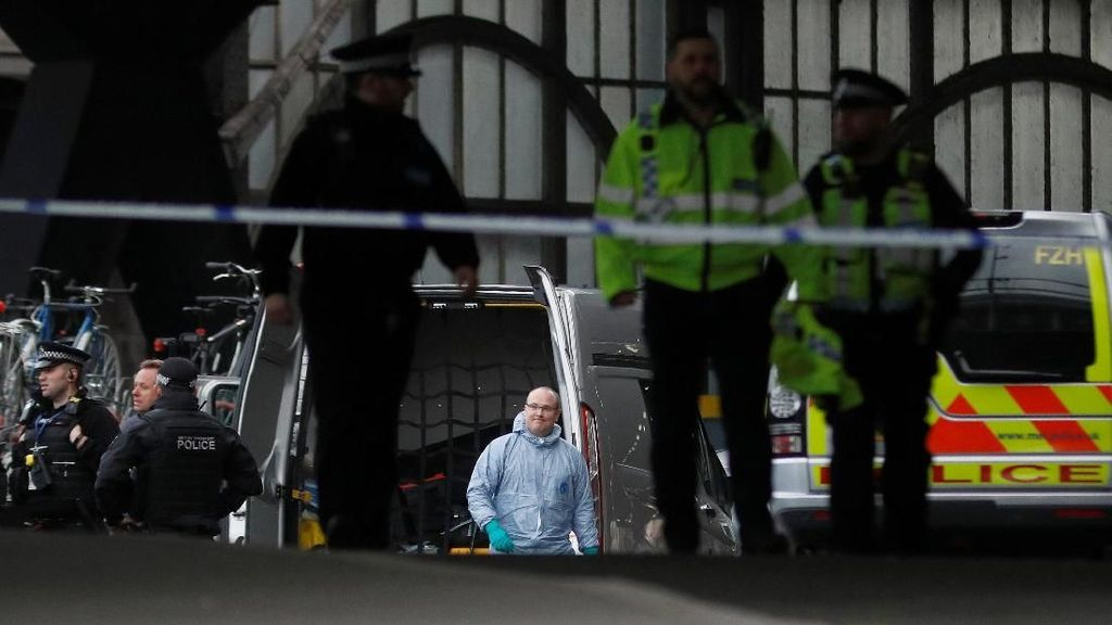 Teror Bom di London, Polisi Antiteror Siaga