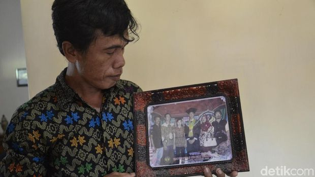 Menpora Imam Sampaikan Santunan dan Pimpin Tahlil Untuk Ramon Setyo
