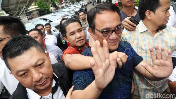 Periksa Darah, Andi Arief Sambangi RSKO Jakarta Siang Ini