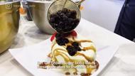 Kafe Ini Bikin Souffle Pancake dengan Topping Boba yang Kekinian