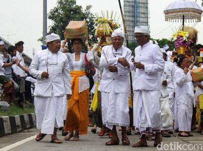 Mengenal Pakaian Daerah Bali Dalam Pelantikan Anggota DPRD
