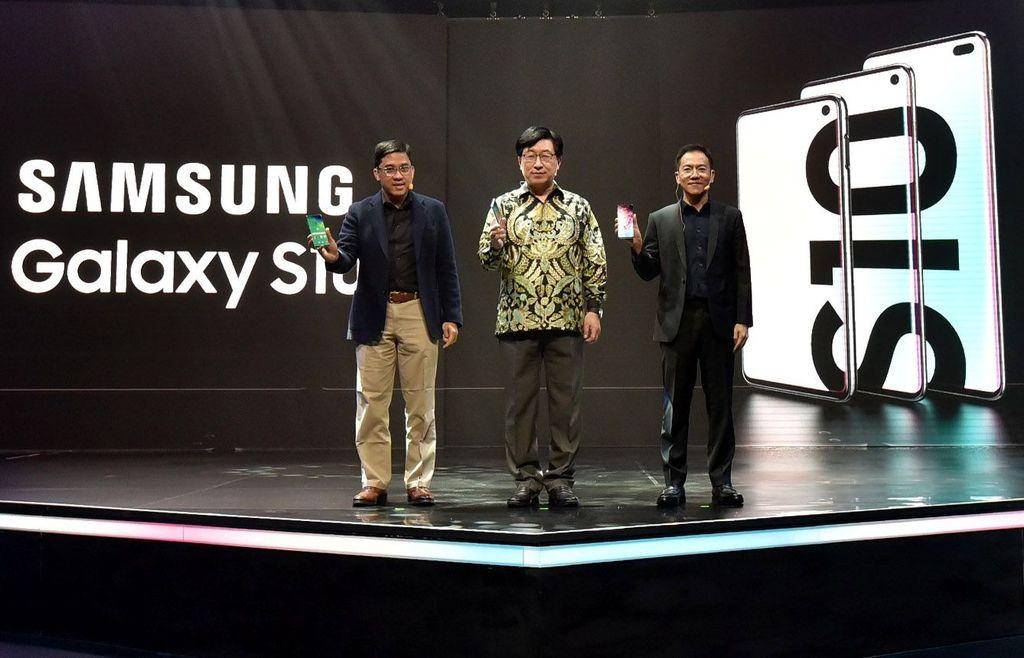 Untuk Galaxy S10, yang masuk ke sini adalah versi RAM/ROM 8GB/128GB. Soal pilihan warna, yang tersedia adalah Prism White, Prism Black, dan Prism Green. Foto: dok. Samsung