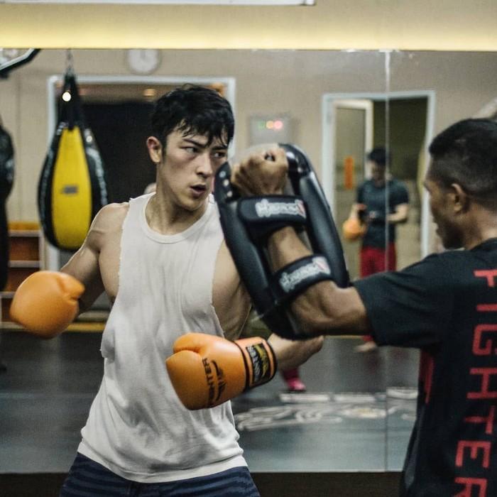 Selain itu Kenny juga berlatih bela diri sejak kecil seperti Tawkwondo, mixed martial arts (MMA), Muay Thai. (Foto: Instagram/kennyharyanto, ditampilkan atas izin yang bersangkutan.)