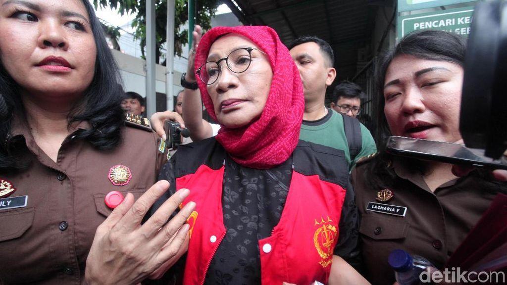 Atiqah Hasiholan Belum Menyerah Perjuangkan Ratna Sarumpaet