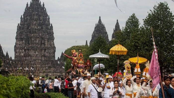 Ribuan umat Hindu hadir dalam prosesi upacara Tawur Agung Kesangan 2019 di Candi Prambanan. Upacara itu menjadi rangkaian perayaan Hari Raya Nyepi.