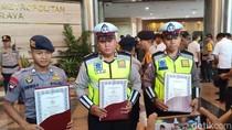 Harumkan Nama Polri, Polda Metro Beri Penghargaan ke Sani Rizki-Bripka Oky
