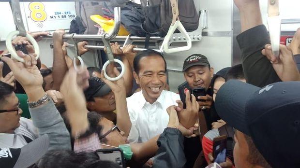 Jokowi naik KRL