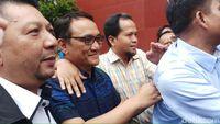 Andi Arief tiba di Gedung BNN untuk menjalani rehabilitasi