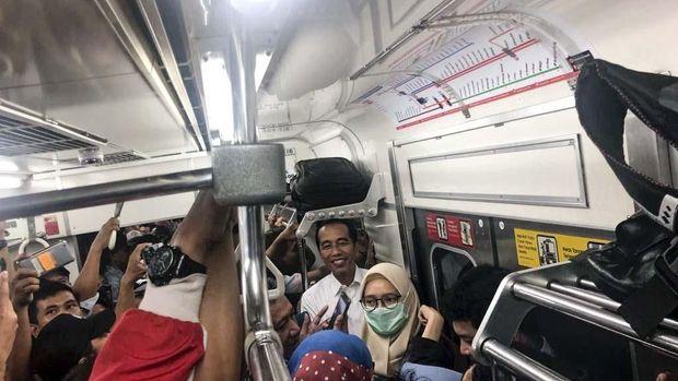 Jokowi Naik KRL, Kebijakan Merakyat Dinilai Lebih Efektif