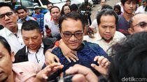 Andi Arief Serang Budiman Sudjatmiko Soal Aksi Rocky Gerung Naik Ambulans