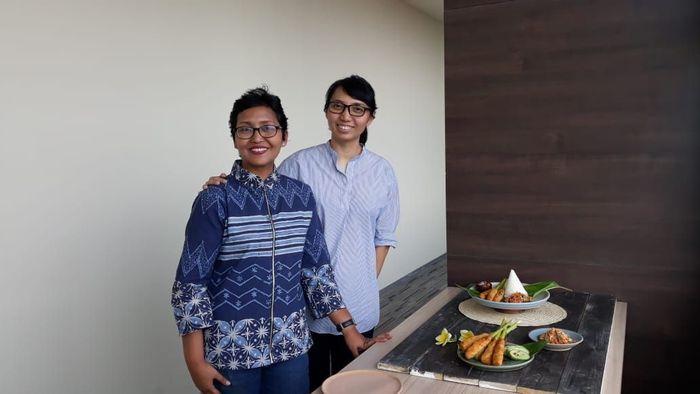 (Ki-ka) Food stylist Fajar Ayuningsih dan food photographer Peny Pujiati usai sesi hands-on dalam workshop Food Fashion. Foto: Tia Reisha/detikcom