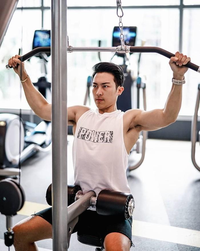 Ke gym juga dibutuhkan loh, apalagi kamu yang kepengin punya bentuk badan yang kering abis. (Foto: Instagram/kennyharyanto, ditampilkan atas izin yang bersangkutan.)