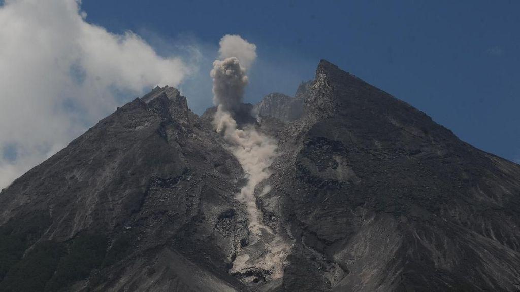 Gunung Merapi Keluarkan Awan Panas 1,2 Km
