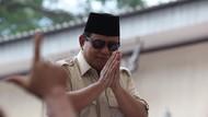 Prabowo Jawab Netizen soal Tak Takut Masuk Angin Gegara Buka Baju?