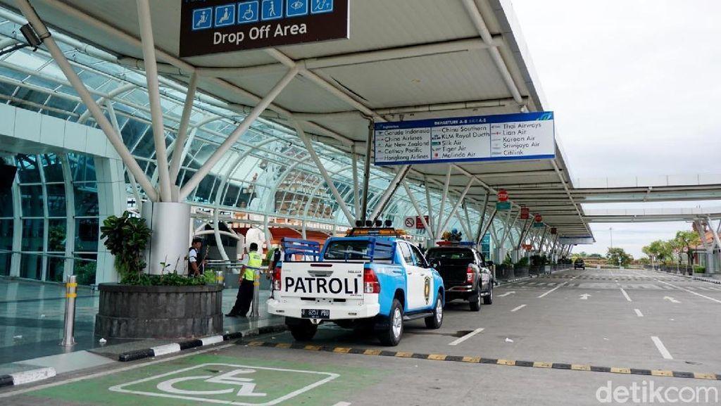 Api Muncul dari Bus di Area Bandara Ngurah Rai