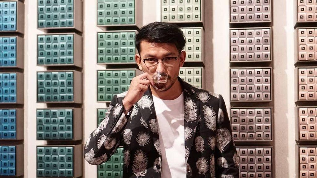 Ini Bukti Suami Atiqah Hasiholan, Rio Dewanto Penggemar Berat Kafein