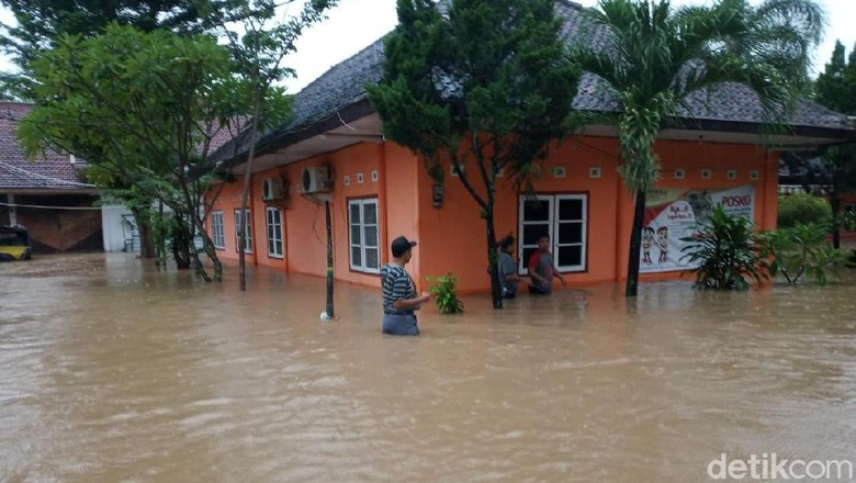 Bawaslu Ponorogo Tergenang Banjir Setinggi 1 Meter