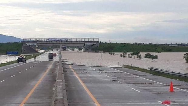 Kacau! Tol Ngawi-Kertosono Banjir Parah, Kok Bisa?