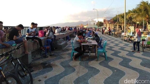 Wisatawan di Lombok