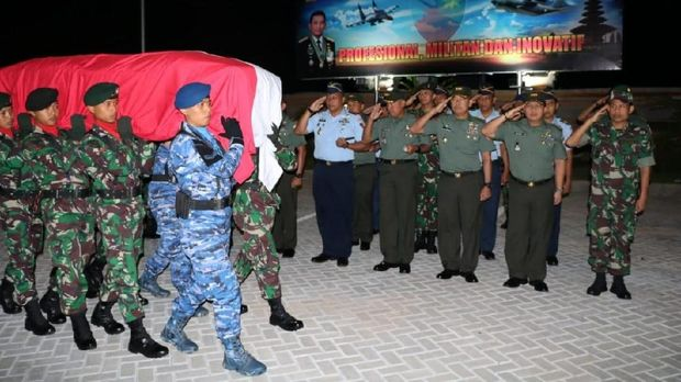 Jenazah Serda Mirwariyadin, salah satu anggota yang gugur dalam baku tembak di Nduga, Papua diterbangkan ke Lombok, Nusa Tenggara Barat (NTB).