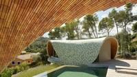 Selain itu, rumah tersebut juga hemat energi. Pasalnya dibangun dengan gaya moderen Volta Catalana di mana saat musim panas aliran udara akan sejuk dan di musim dingin udara akan tetap hangat. Enric Ruiz-Geli/Inhabitat.