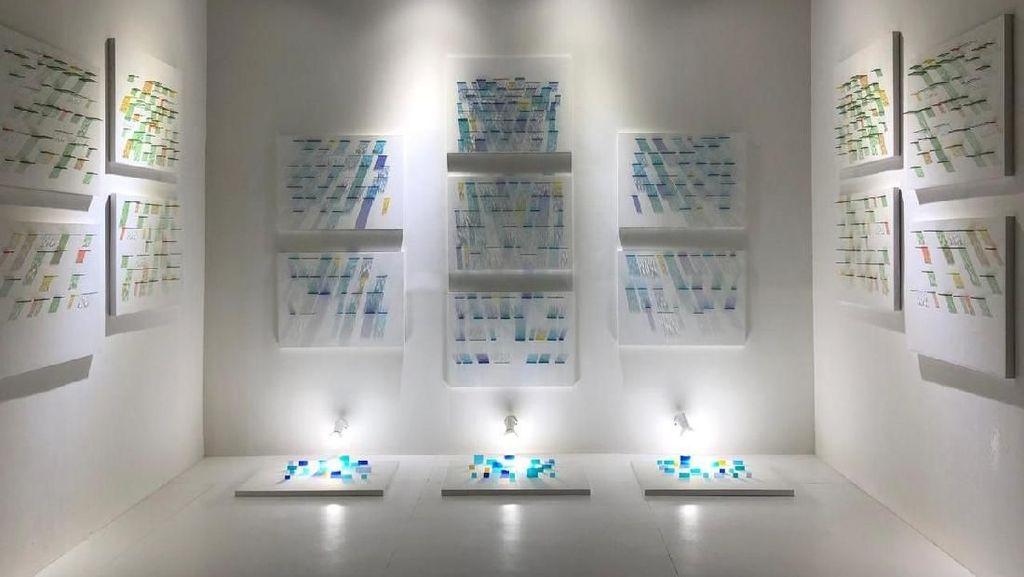 Patricia Untario Gambarkan Air Terjun Memadukan Kaca dan Cahaya Lampu