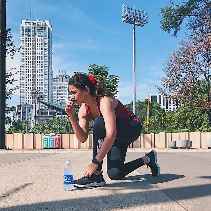 Shahila Hisyam artis dan model berusia 26 tahun ini memiliki paras yang cantik. Ia pun sangat menggemari olahraga. Pantas saja tubuhnya langsing dan kencang. Foto: Instagram@sahilahisyam