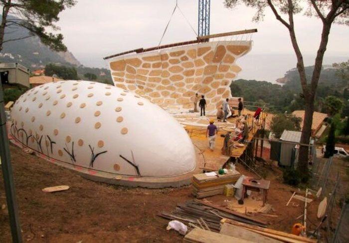 Uniknya, rumah tersebut dibangun dengan menggabungkan teknik tradisional dan juga digital. Enric Ruiz-Geli/Inhabitat.