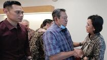 Momen Hangat Sri Mulyani Jenguk Ani Yudhoyono di Singapura