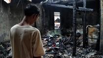 Api Hanguskan Pemukiman Padat Penduduk di Johar Baru